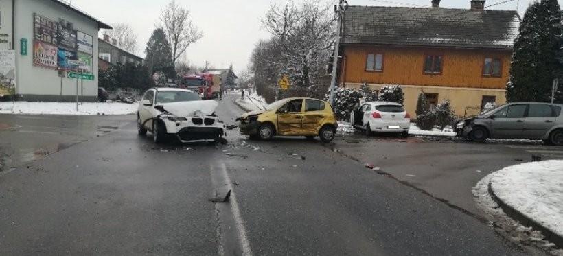 Wypadek w Markowej. Trzy osoby ranne
