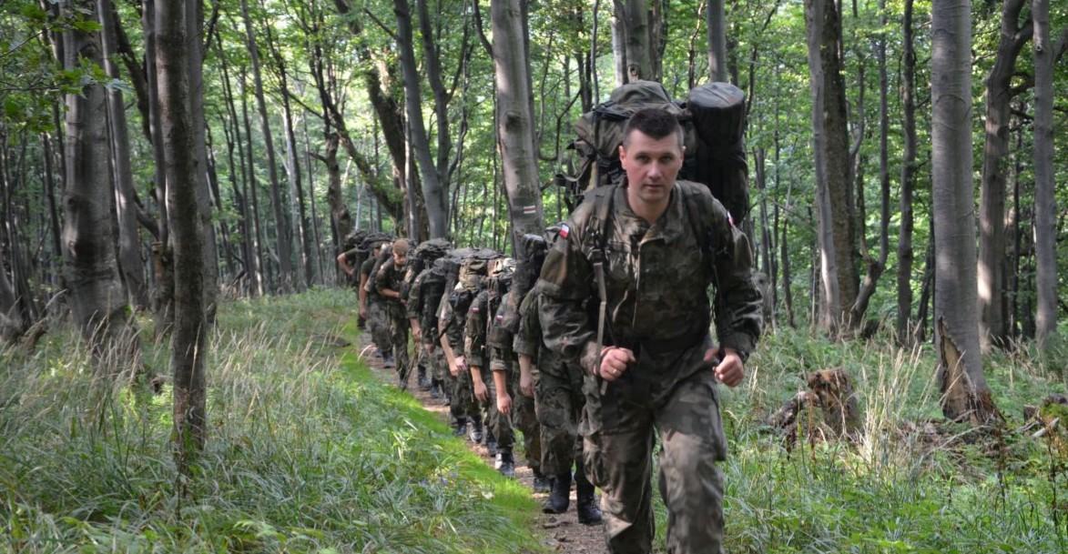 TERYTORIALSI: Żołnierze na szlaku. Blisko 35 km marszu kondycyjnego (FOTO)