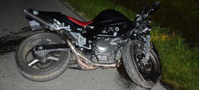 Zderzenie motocykla z hyundaiem. Poważne obrażenia kierującego jednośladem