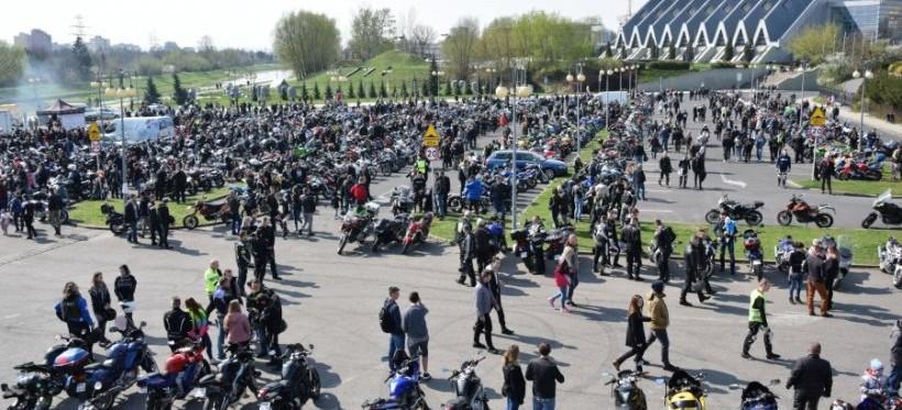 RZESZÓW: Motocykliści z regionu utopili marzannę i rozpoczęli nowy sezon! (FOTO, WIDEO)