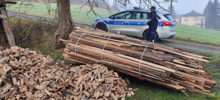 Policjanci pomogli potrzebującemu mężczyźnie