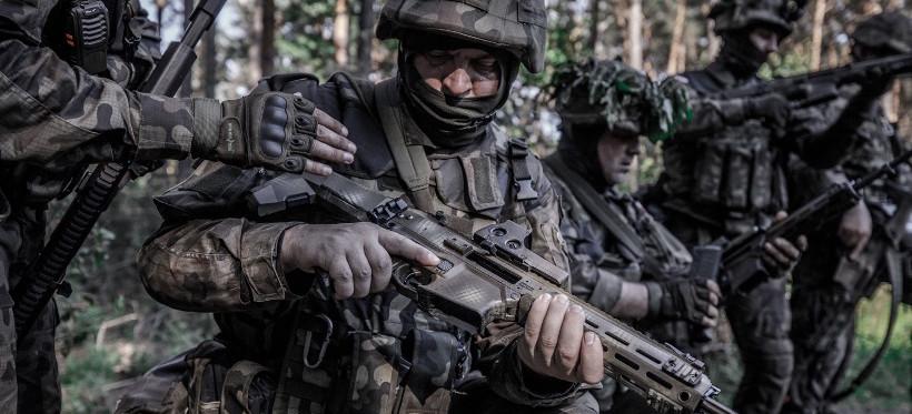 Szkolenie podkarpackich terytorialsów na poligonie  w Nowej Dębie