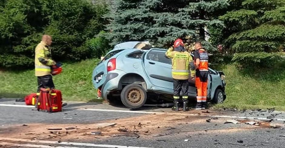 Tragiczny wypadek. Kierowca osobówki zderzył się z cysterną (ZDJĘCIA)