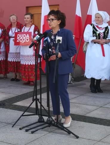 Elżbieta Witek  wspiera Andrzeja Dudę w Brzozowie (VIDEO)