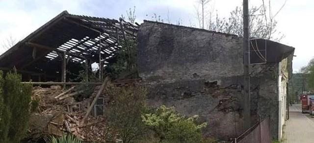 Zawalona ściana w Baligrodzie. Zerwany dach w Średniej Wsi (ZDJĘCIA)