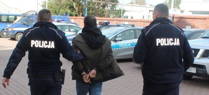 Pobili i okradli 55-latka. Poważne obrażenia głowy (FOTO)