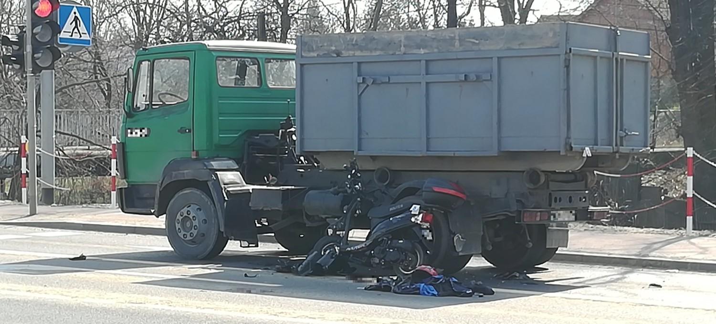UWAGA. Wypadek w Sanoku. Kierowca skutera nie żyje (ZDJĘCIA)