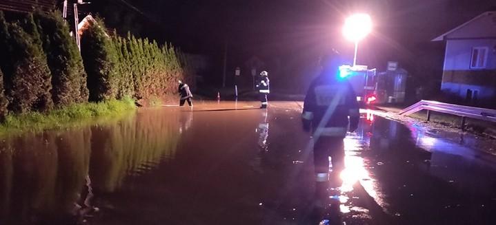 POWIAT STRZYŻOWSKI: Olbrzymie ulewy! Zalane domy i zatkane przepusty (FOTO)