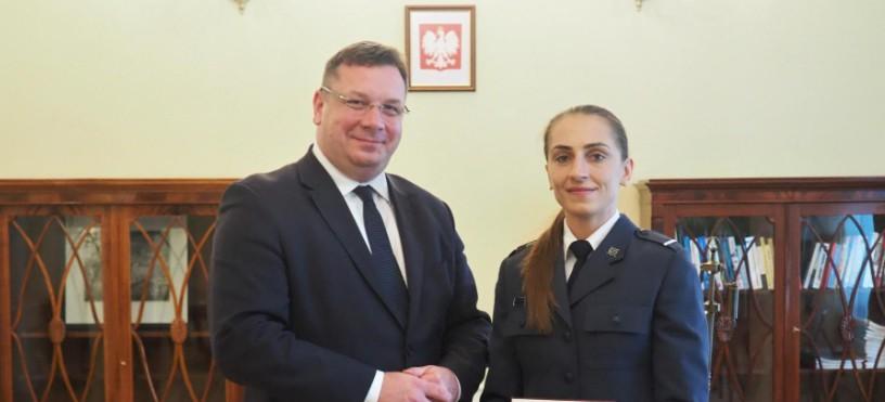 Funkcjonariuszka rzeszowskiej Służby Więziennej wyróżniona przez Ministerstwo Sprawiedliwości