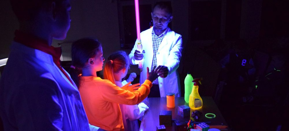 Akademia Małego Żaka w świecie eksperymentów fizycznych  (ZDJĘCIA)