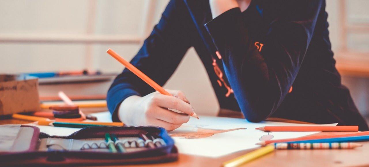 """Nauczanie zdalne: """"Szkoła w takiej formie jest na niby"""" (VIDEO)"""