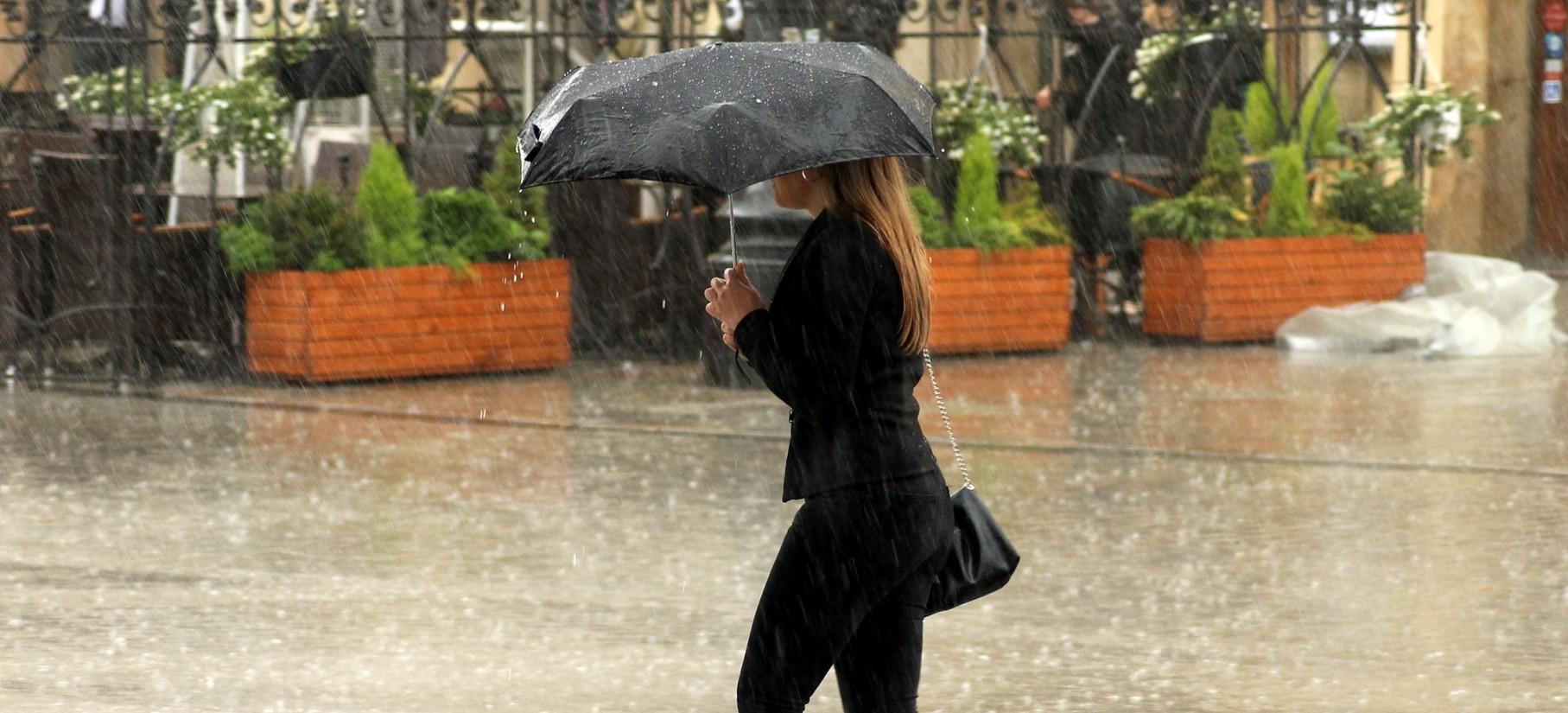 OSTRZEŻENIE: Intensywne opady deszczu i śniegu