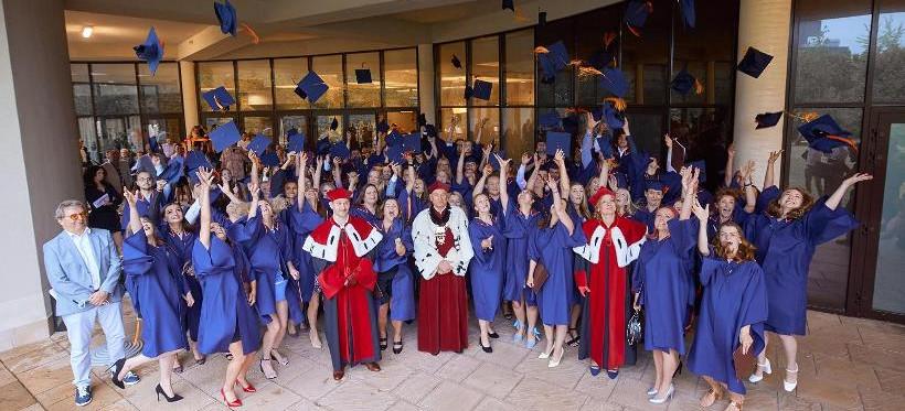 RZESZÓW. Absolwenci WSPiA odebrali dyplomy ukończenia studiów (ZDJĘCIA)