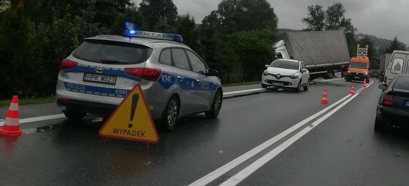 Wypadek w Małówce – zablokowany pas ruchu