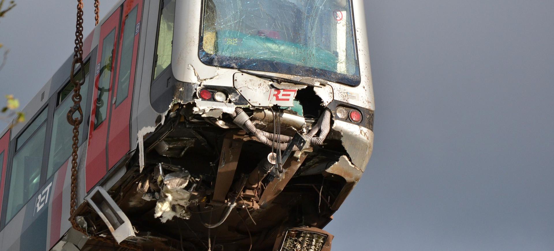 PILNE. Zderzenie pociągów. Jechały tym samym torem! 3 osoby ranne