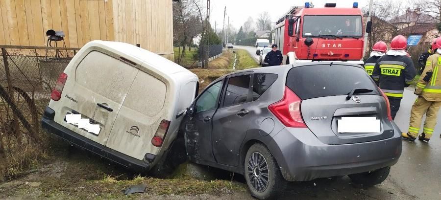 Stracił panowanie nad pojazdem i doprowadził do zderzenia (ZDJĘCIA)