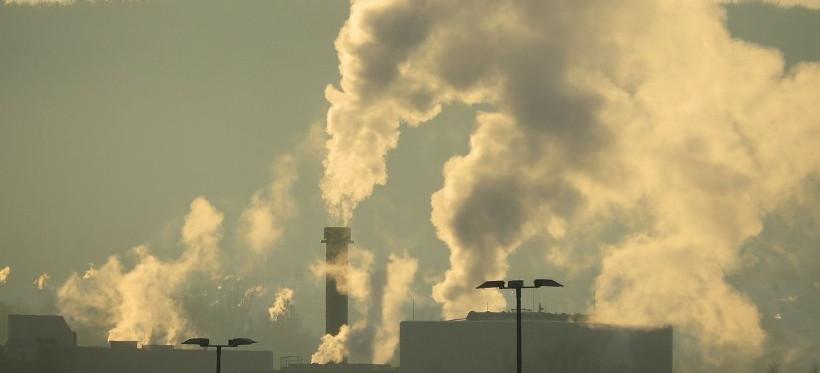 Smog w Rzeszowie! Ryzyko przekroczenia norm PM10