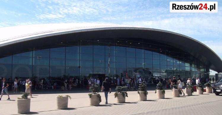 Rekordowa liczba pasażerów na lotnisku w Jasionce (FILM, SONDA)
