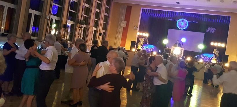 RZESZÓW. Rusza karnawałowy cykl Potańcówek Miejskich dla Seniorów!