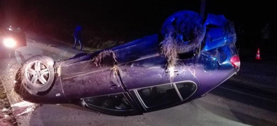 BIESZCZADY: Auto dachowało. Zginęła kobieta