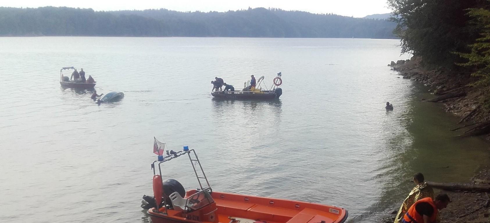 Wywrotka jachtu na Jeziorze Solińskim. Interweniowało bieszczadzkie WOPR i strażacy (FOTO)