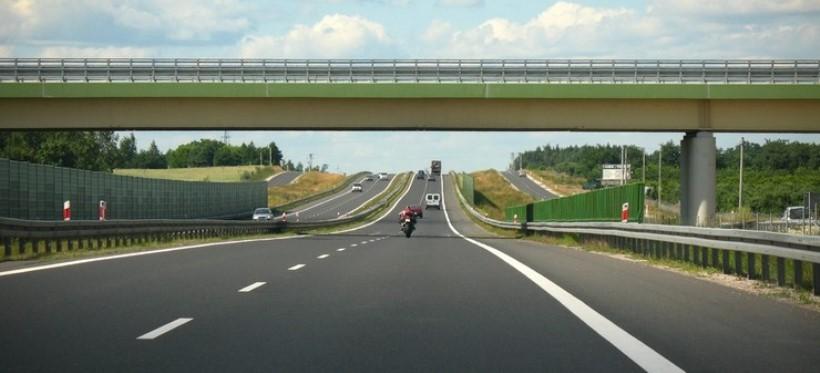 REGION: Nietypowe zdarzenie na A4. Autostradą jechał ciągnik rolniczy!