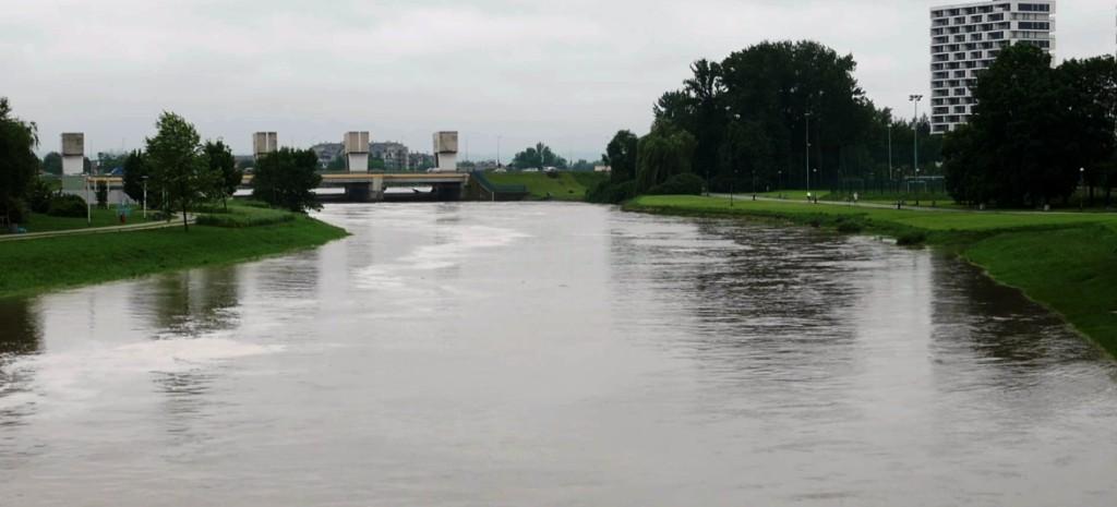 RZESZÓW. Stan ostrzegawczy na rzece Wisłok! (WIDEO, FOTO)