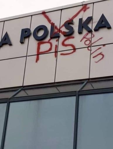 PROTEST czy WANDALIZM? Napis zniknął, a co z autorem?