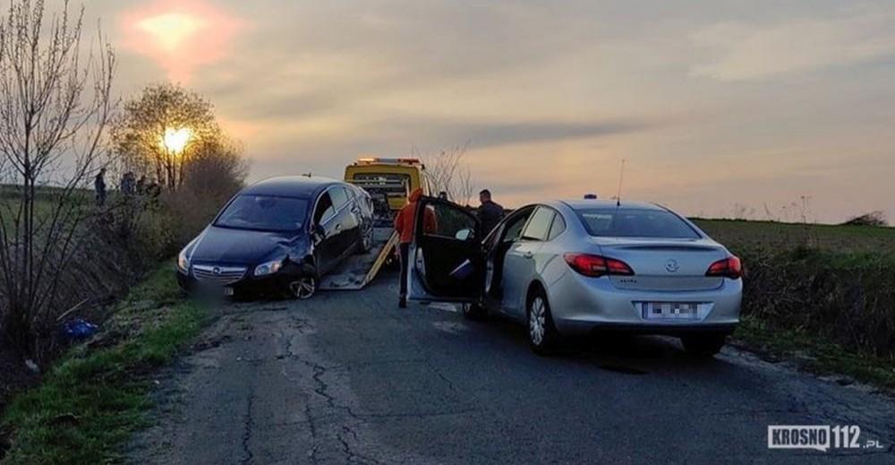 Tajemniczy wypadek. Opel w rowie, brak kierowcy i pasażerów (FOTO)