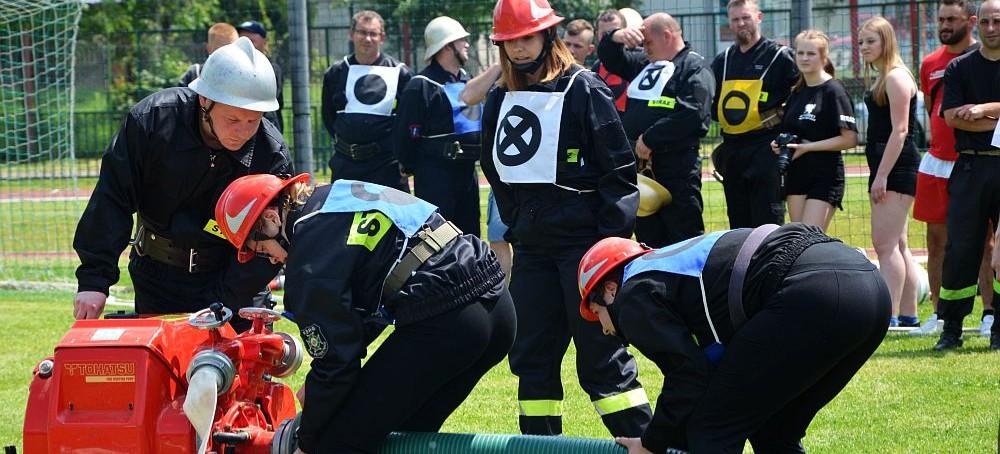 BRZOZÓW: Strażacka rywalizacja w strugach wody i słońca (FOTORELACJA)