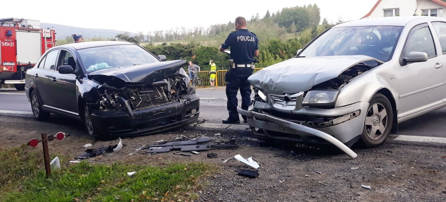 UWAGA KIEROWCY! Wypadek w Zabłotcach. Rozbite trzy samochody. Droga zablokowana (ZDJĘCIA)