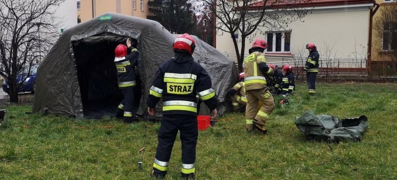 KORONAWIRUS. W Łańcucie strażacy rozstawili polową izbę przyjęć! (FOTO)