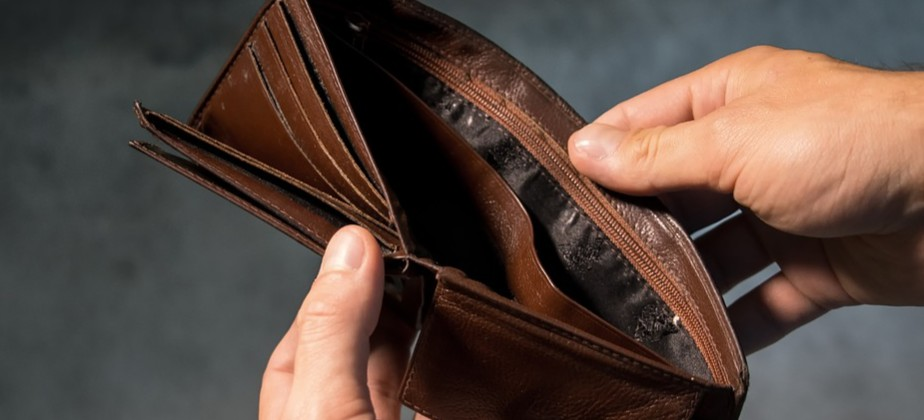 Wyczyścił portfel kolegi, gdy tylko nadarzyła się okazja