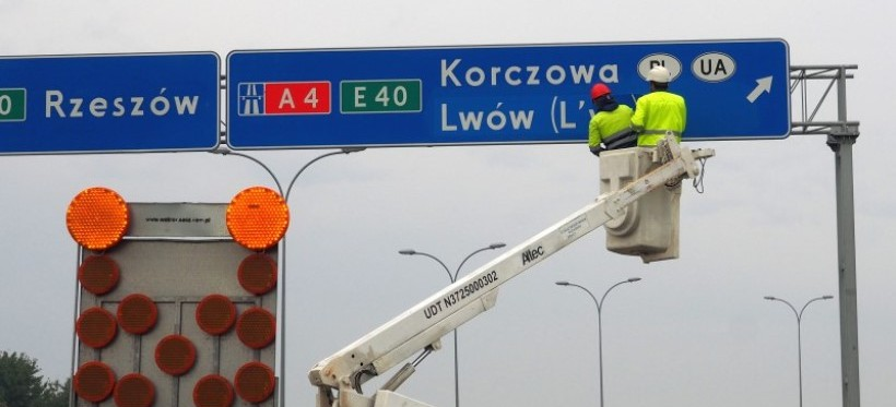 Zagraniczne miasta po polsku? Zakończono montaż nowych znaków na A4