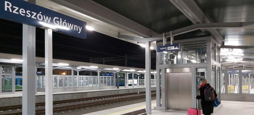Stacja Rzeszów-Główny. Podróżni mogą już korzystać z nowych wind