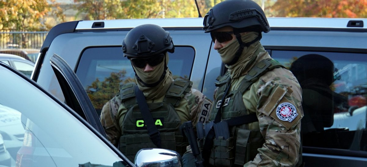 Region: Rzeszowskie CBA zatrzymało naczelnika skarbówki i 4 biznesmenów