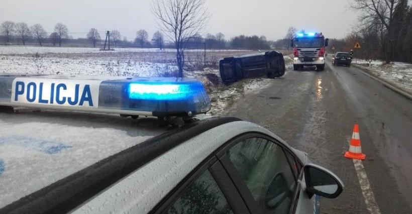 Niebezpiecznie na drogach. Policja apeluje o ostrożność (FOTO)