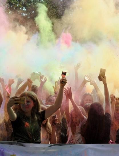 RZESZÓW24: Barwny tłum na Festiwalu Kolorów (ZDJĘCIA)