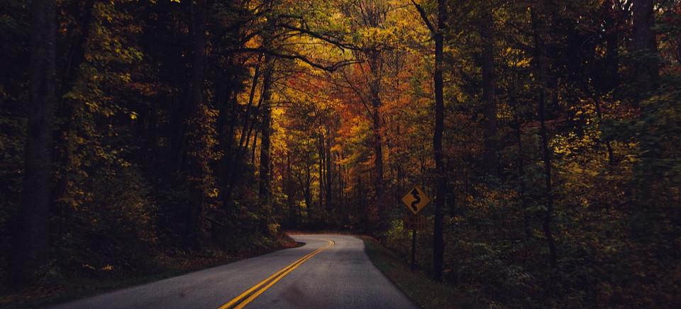 Jesienna pogoda powoduje, że warunki na drogach są coraz trudniejsze