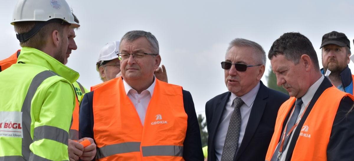 Minister infrastruktury sprawdzał postęp prac przy budowie obwodnicy Sanoka (FILM, ZDJĘCIA)