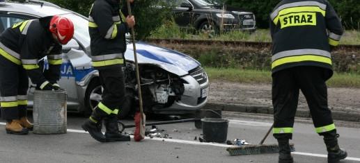 Nietrzeźwy kierujący uderzył w policyjny radiowóz