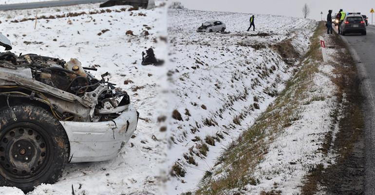PODKARPACIE. Dachowanie toyoty. Ranny 43-latek wypadł z pojazdu (FOTO)
