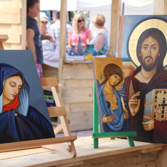 Ikony pisane przez anioły. Wyjątkowe rękodzieła na sanockim rynku (FILM, ZDJĘCIA)