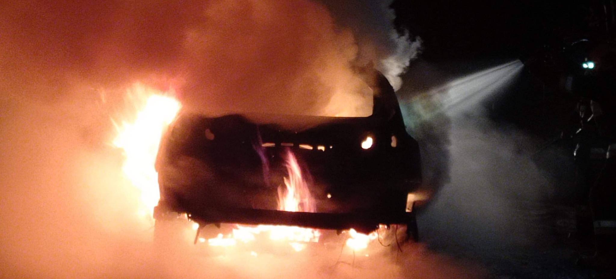 Ogromny pożar samochodu! Było niebezpiecznie (ZDJĘCIA)