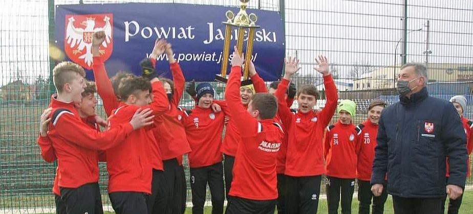 Trampkarze Akademii Piłkarskiej WIKI Sanok wygrywają Spring Cup! (FOTO)
