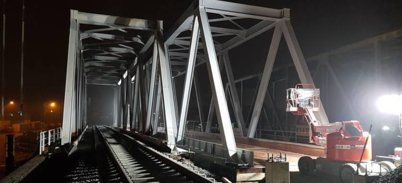 Zakończono montaż konstrukcji mostów na al. Wyzwolenia (FOTO)