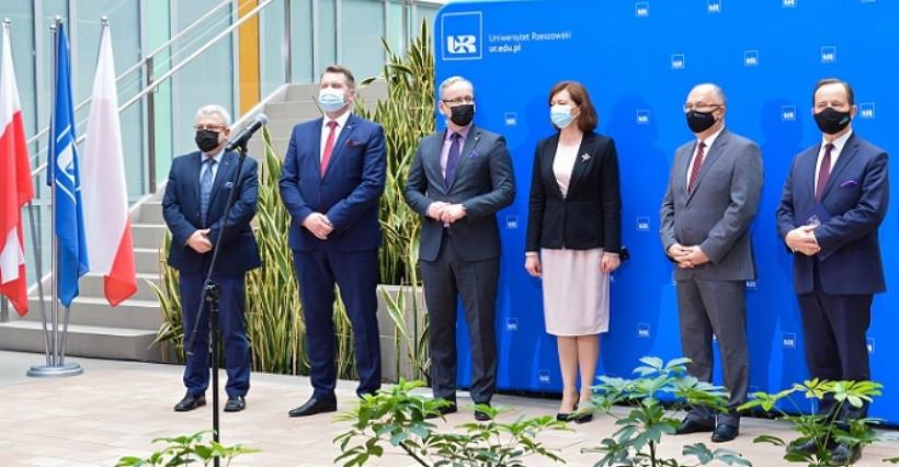 Szpital uniwersytecki w Rzeszowie. Ministrowie edukacji i zdrowia podpisali deklarację (VIDEO, ZDJĘCIA)