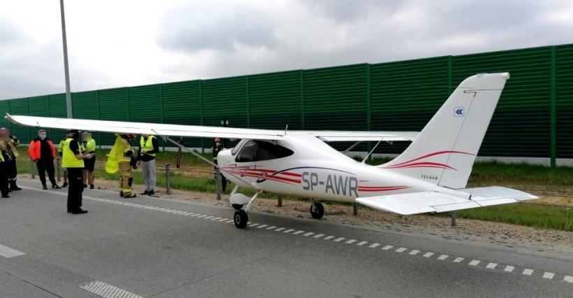 Awaryjne lądowanie awionetki na A1! Leciała do Rzeszowa (FOTO)