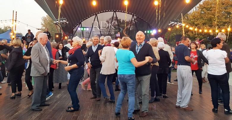 Rzeszowskie Potańcówki Dla Seniorów również w lipcu i sierpniu!