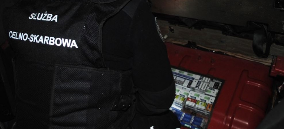 REGION. 1400 nielegalnych paczek papierosów w lodówce. Przemytnik wpadł na granicy (FOTO)
